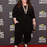 Melissa McCarthy kept it cool in a black jumpsuit, and accessorized with a bunch of mixed-metal necklaces and a gold clutch.