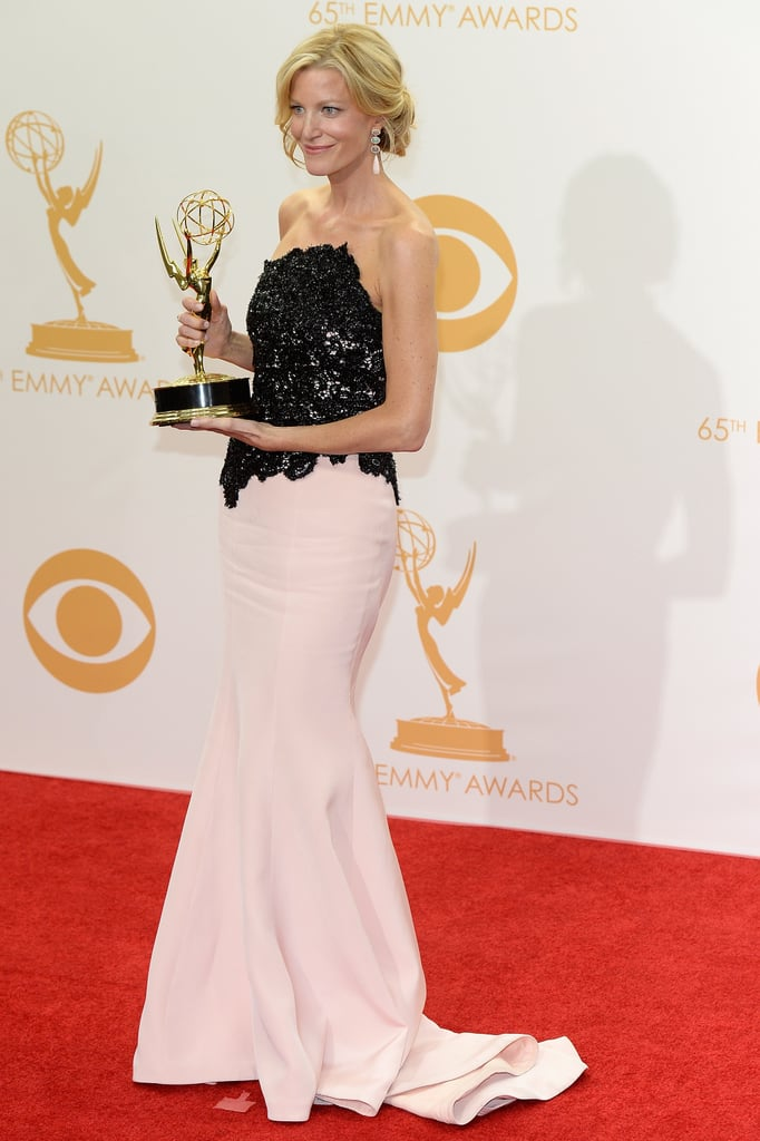 Anna Gunn happily posed backstage with her Emmy.
