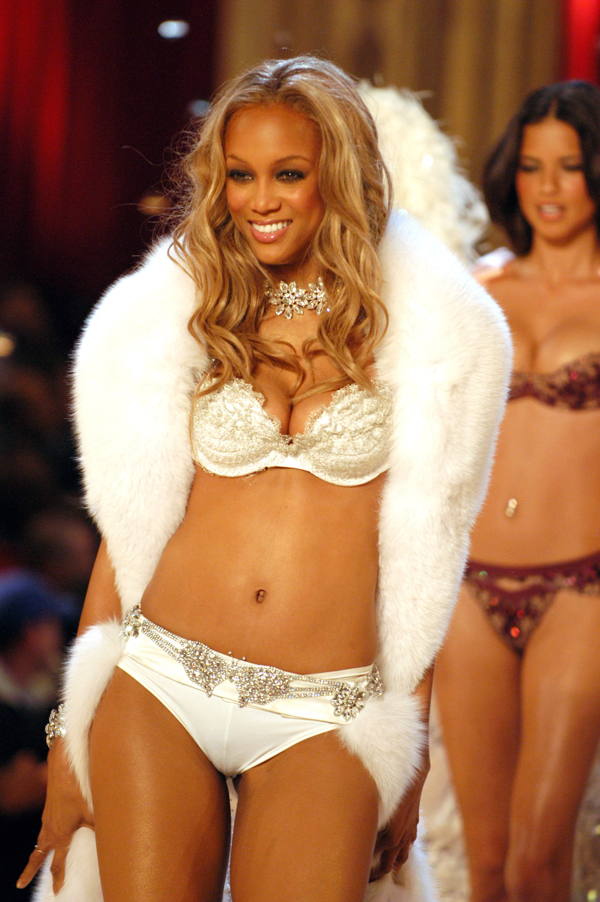 22+ Tyra Banks Lingerie  Background