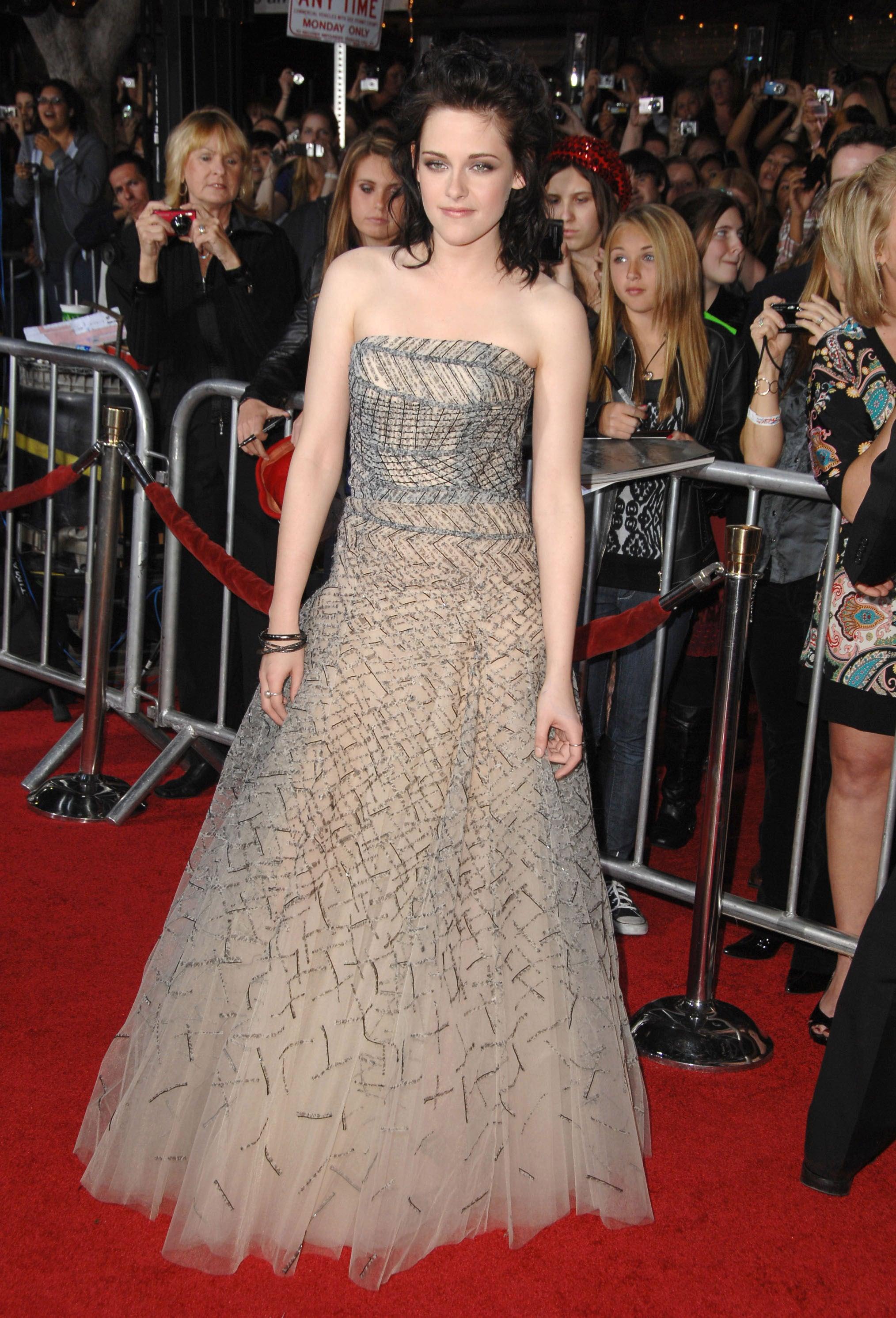 Stewart chose a showstopping Oscar de la Renta gown for the LA premiere of New Moon in November 2009.