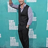 Chris Hemsworth waved to the crowds at the MTV Movie Awards.