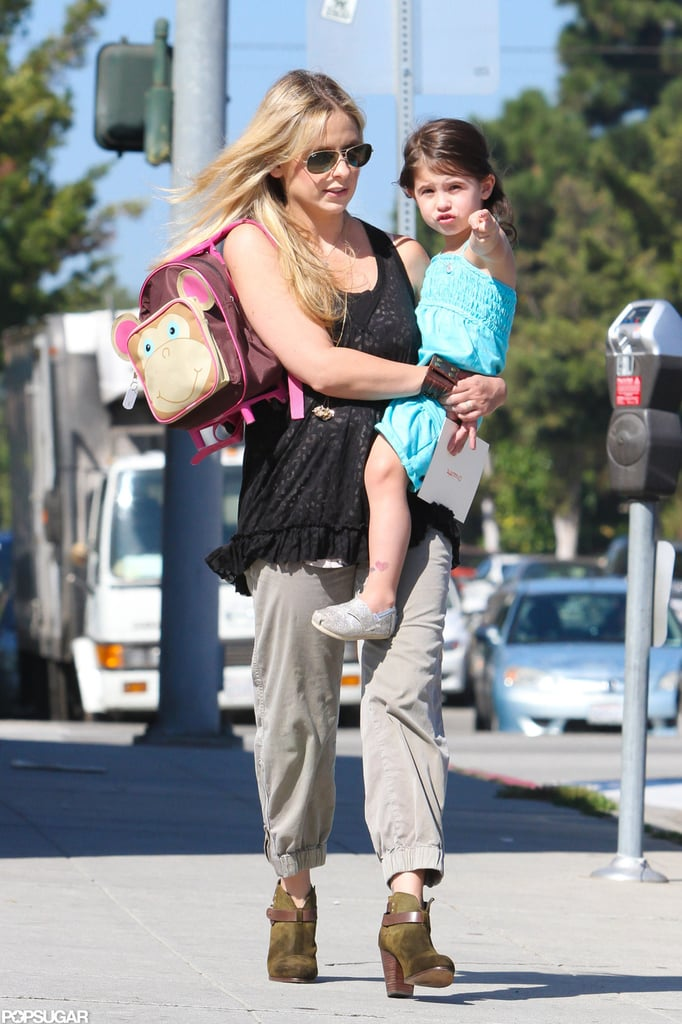 Sarah Michelle Gellar carried a backpack and Charlotte Prinze.