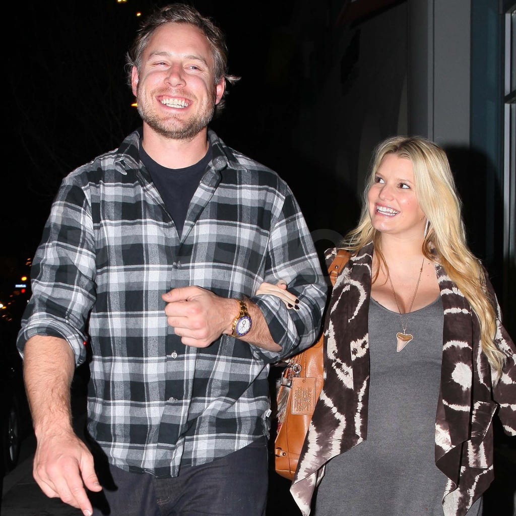 Jessica Simpson and Eric Johnson out for pizza.