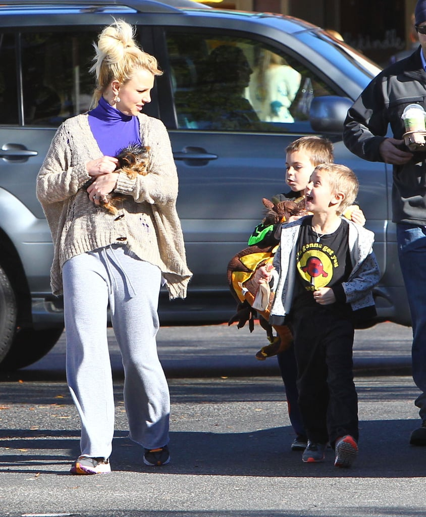 Britney Spears chatted with her sons during a Starbucks stop.