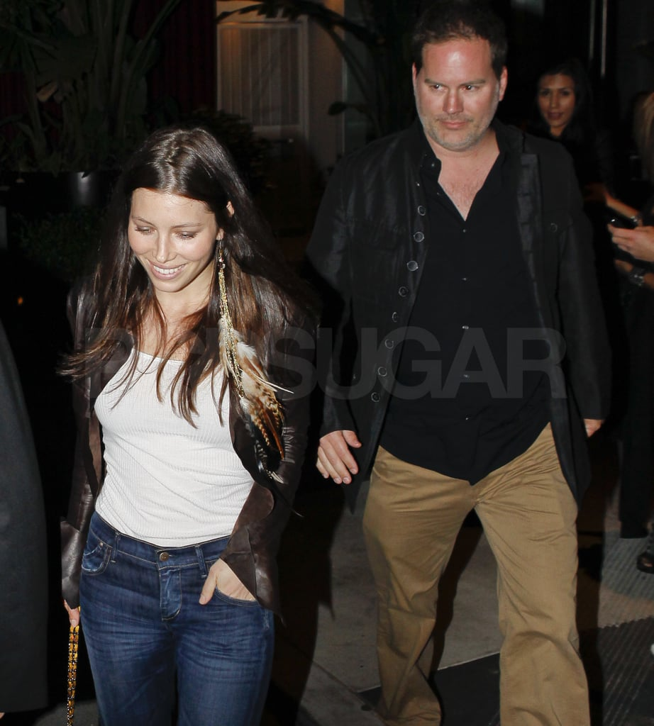 Newly Single Jessica Biel Parties With Her Entourage