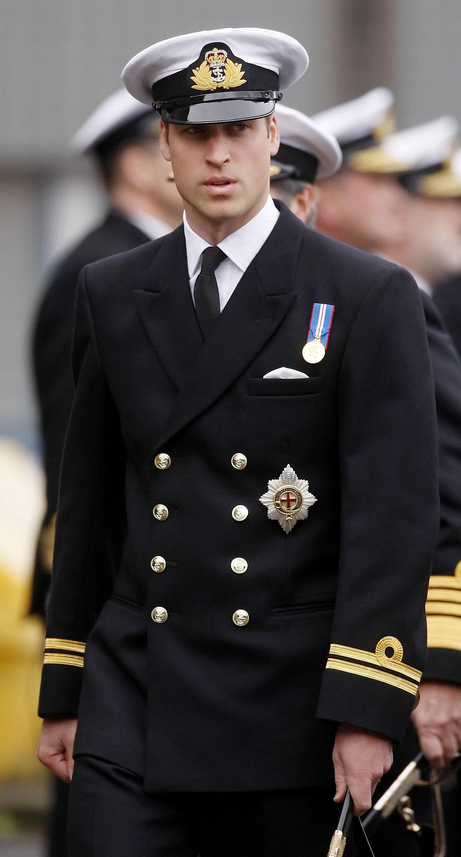 prince william to wear his military uniform for royal wedding to