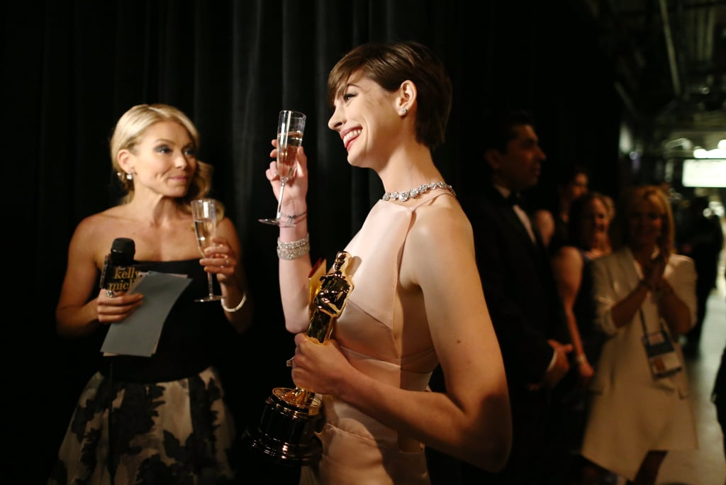 Kelly Ripa and Anne Hathaway backstage at the 2013 Oscars.