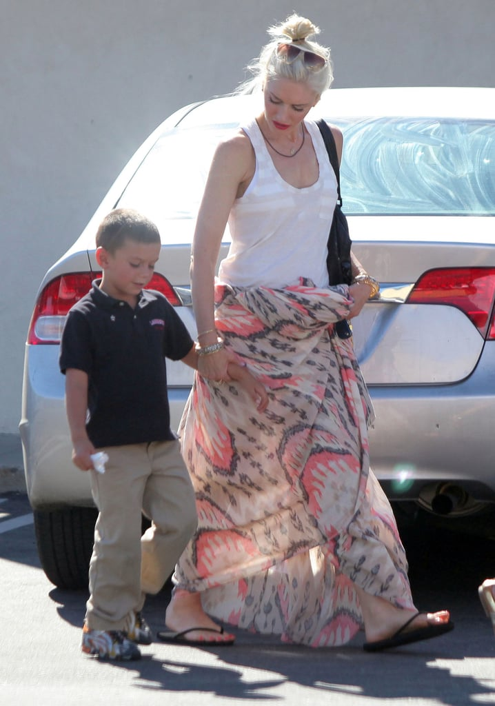 gwen stefani picks up kingston from school in la pictures popsugar celebrity. Black Bedroom Furniture Sets. Home Design Ideas