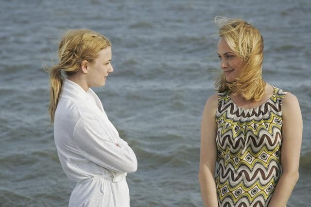 Emily VanCamp and Amber Valletta in ABC&#039;s Revenge.