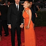 Funny couple Dax Shepard and Kristen Bell shared a laugh on the carpet.