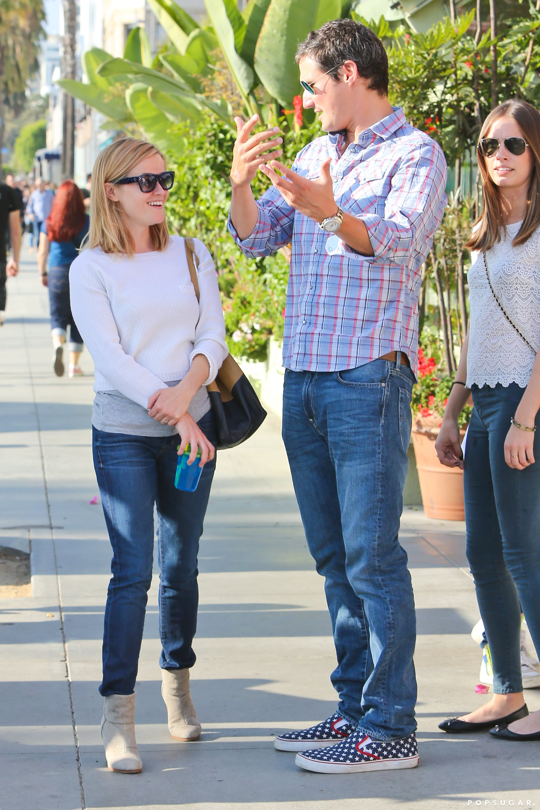 Reese Witherspoon chatted with a male friend after lunch.