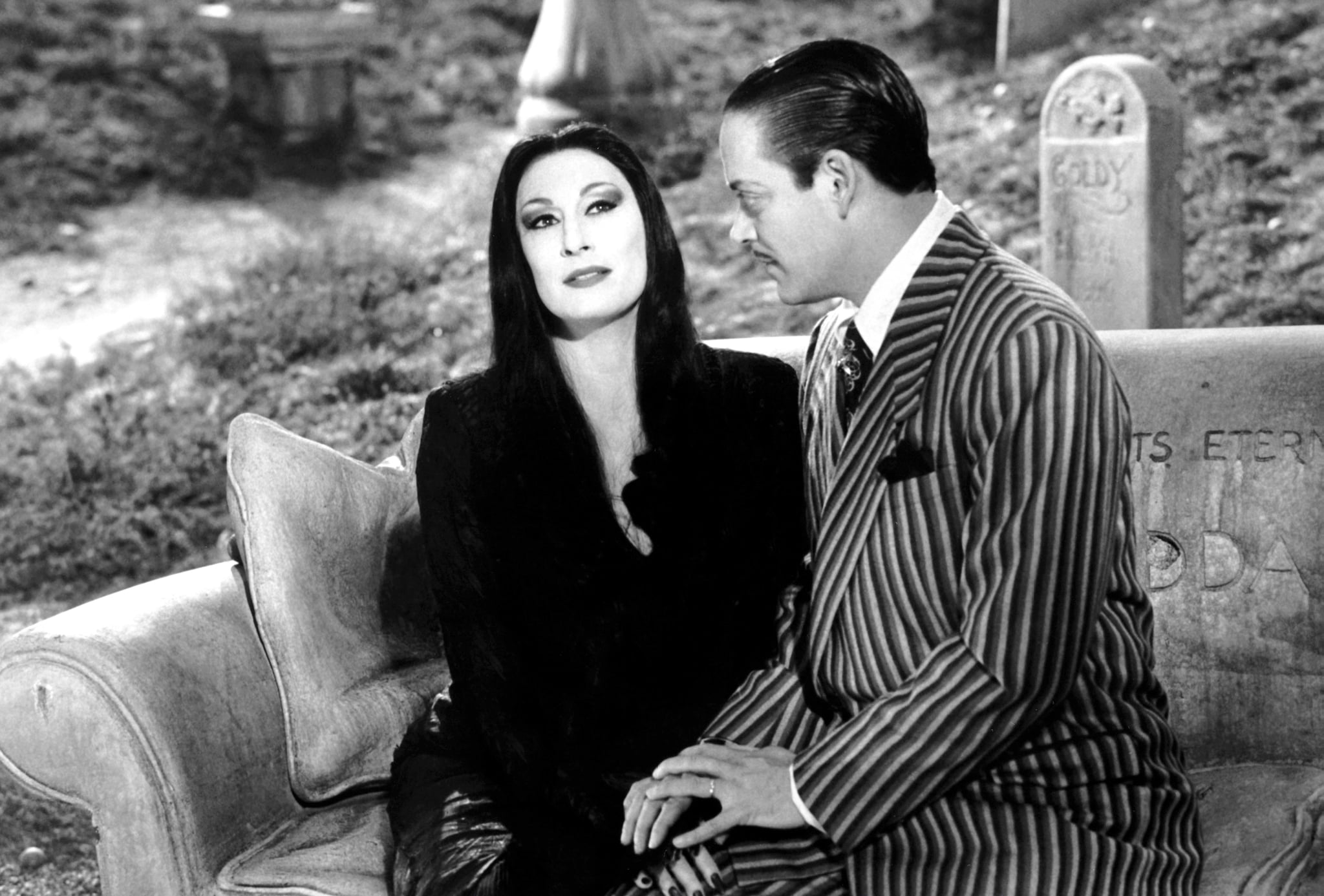 THE ADDAMS FAMILY, from left, Anjelica Huston, Raul Julia, 1991, Paramount/courtesy Everett Collection