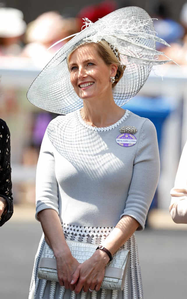 """صوفي مرتديةً قبّعة رماديّة فاتحة من تصميم جين تايلور خلال سباقات """"أسكوت"""" عام 2015."""