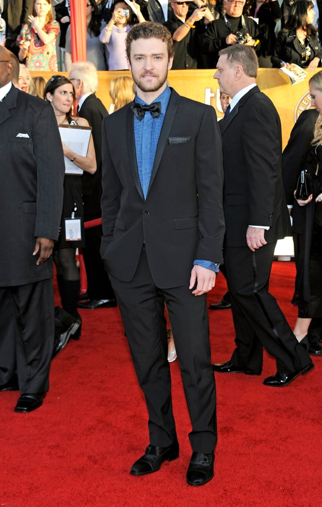 For the SAGs in 2010, Justin added a punch of colour to his suit with a bright blue ruffled shirt.