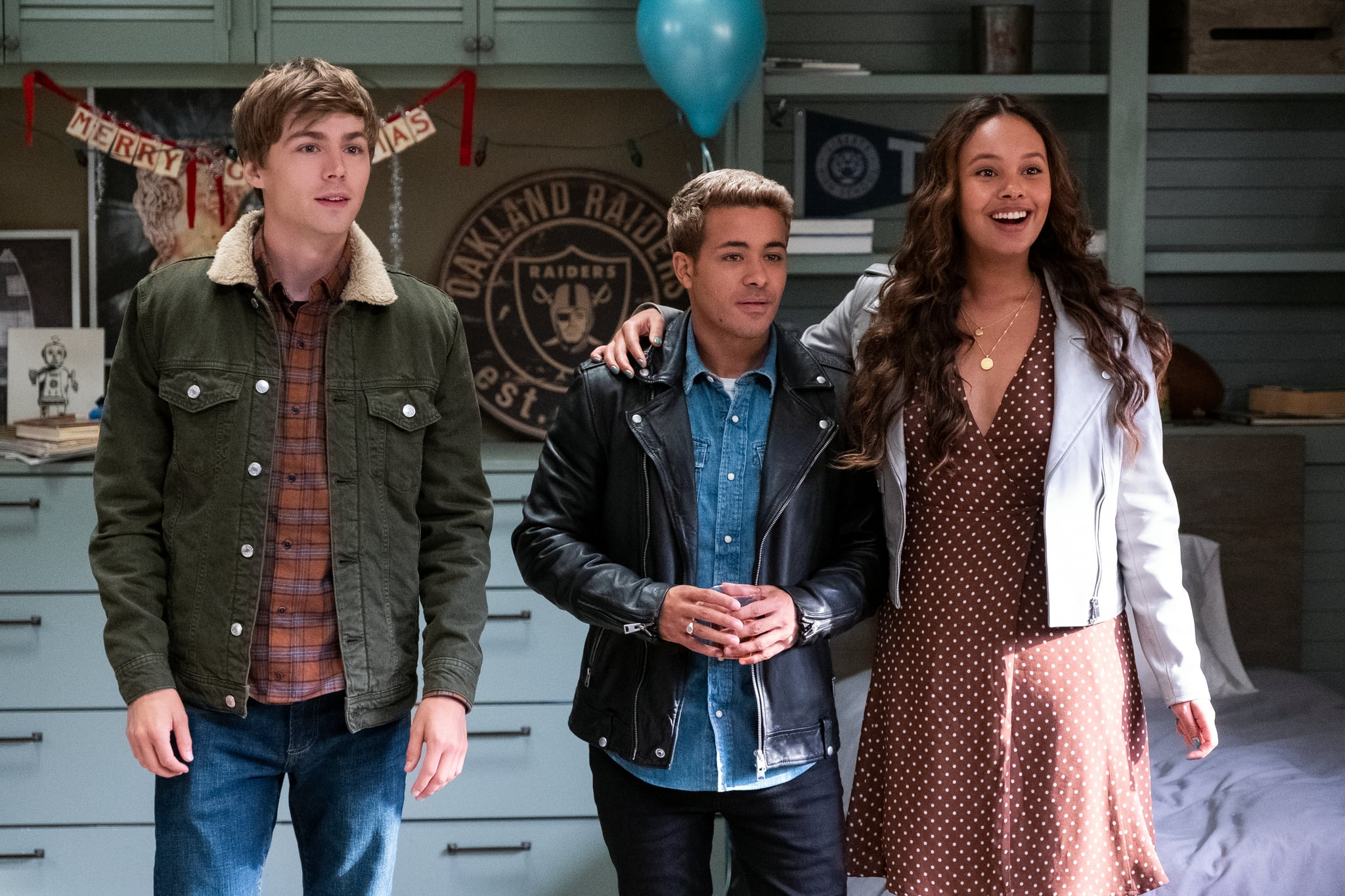 13 REASONS WHY  (L TO R) MILES HEIZER as ALEX STANDALL, CHRISTIAN NAVARRO as TONY PADILLA and ALISHA BOE as JESSICA DAVIS in episode 401 of 13 REASONS WHY  Cr. DAVID MOIR/NETFLIX  2020
