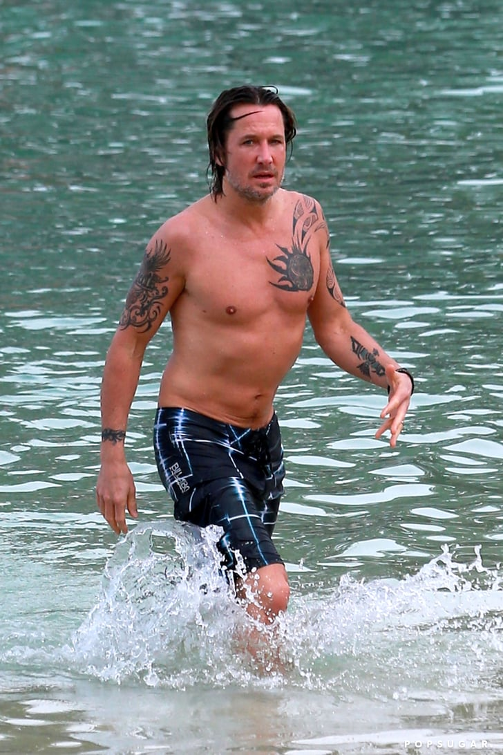 Keith Urban Shirtless in Hawaii | Pictures | POPSUGAR ...