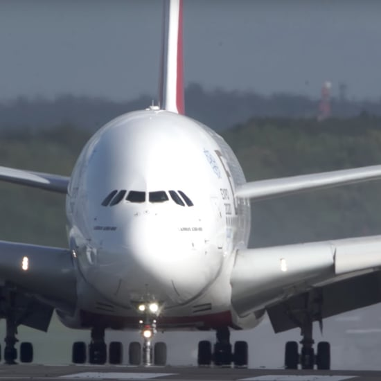 Emirates Plane Lands in Heavy Winds