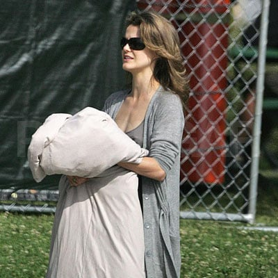 Keri Russell on the Set of Bedtime Stories 2008-03-26 10:02:40