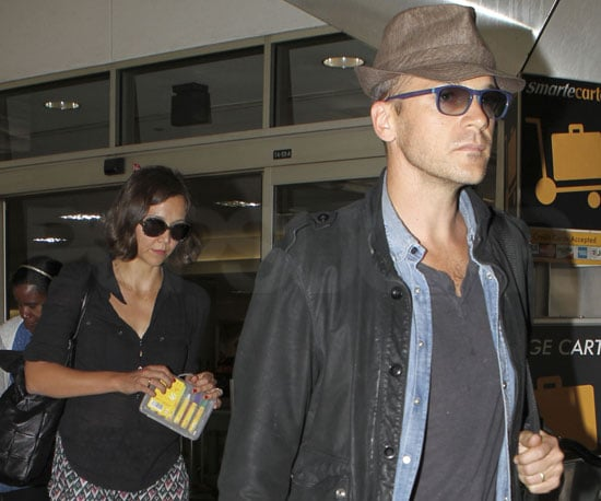 Slide Picture of Maggie Gyllenhaal and Peter Sarsgaard at LAX