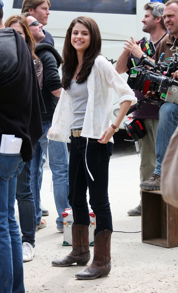 Pictures of Leighton Meester, Selena Gomez and Katie Cassidy Filming