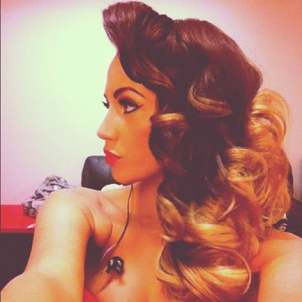 Samantha Jade had a hair and makeup look that evoked old Hollywood glamour. Source: Instagram user samantha_jade_music