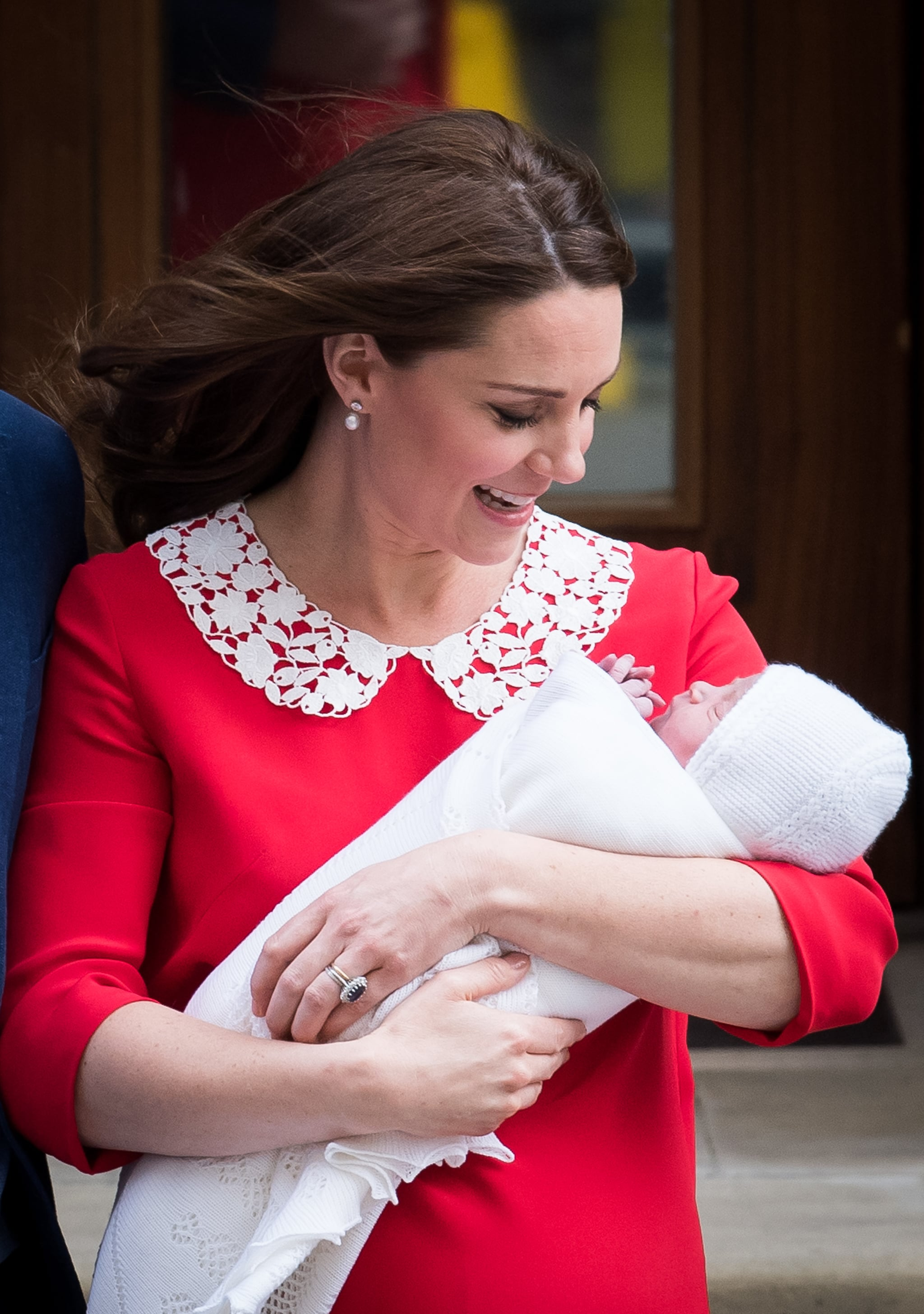 LONDON, ENGLAND - APRIL 23:  Catherine, Duchess of Cambridge departs the Lindo Wing with her newborn son at St Mary's Hospital on April 23, 2018 in London, England. The Duchess safely delivered a son at 11:01 am, weighing 8lbs 7oz, who will be fifth in line to the throne.  (Photo by Samir Hussein/WireImage)