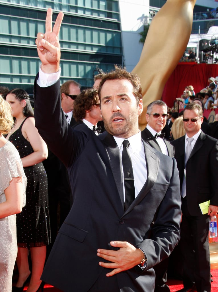 Jeremy Piven flashed a peace sign to fans upon his arrival in 2009.