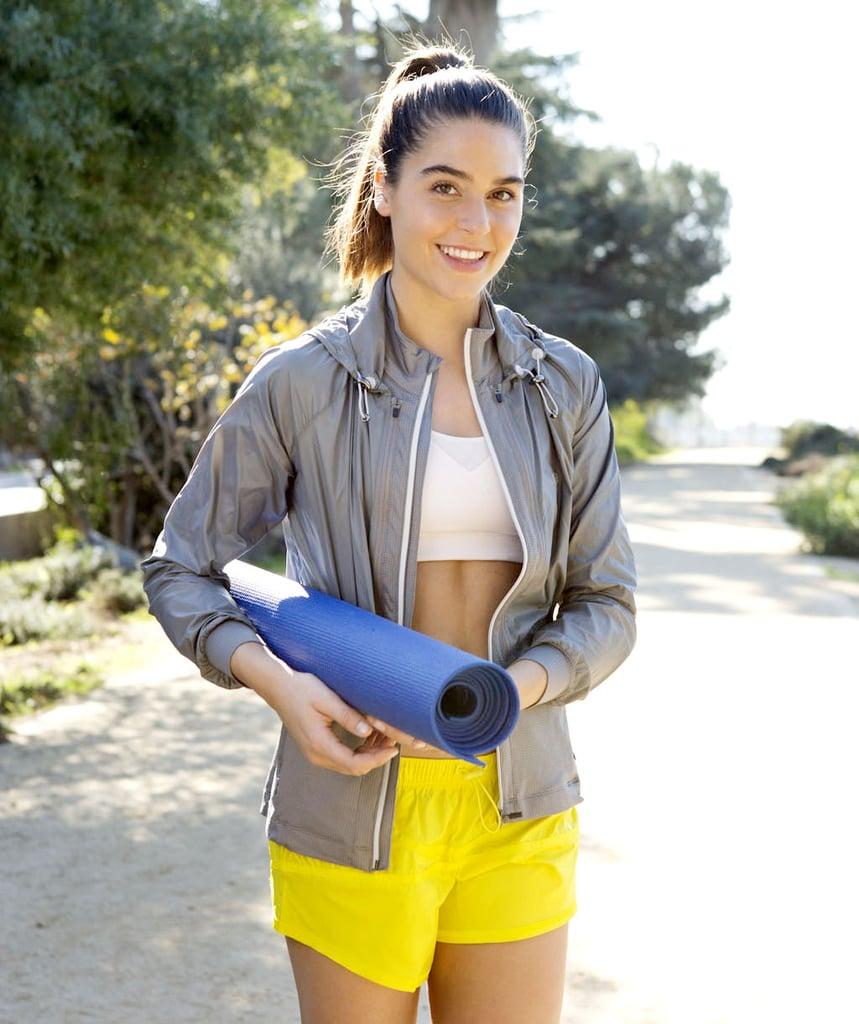 5 Types de Vêtements à Ne Surtout Pas Porter Pendant un Cours de Yoga