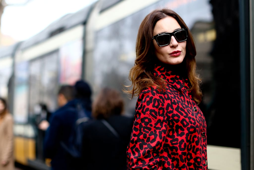 This woman was the epitome of Italian chic with her red lips and loose waves.