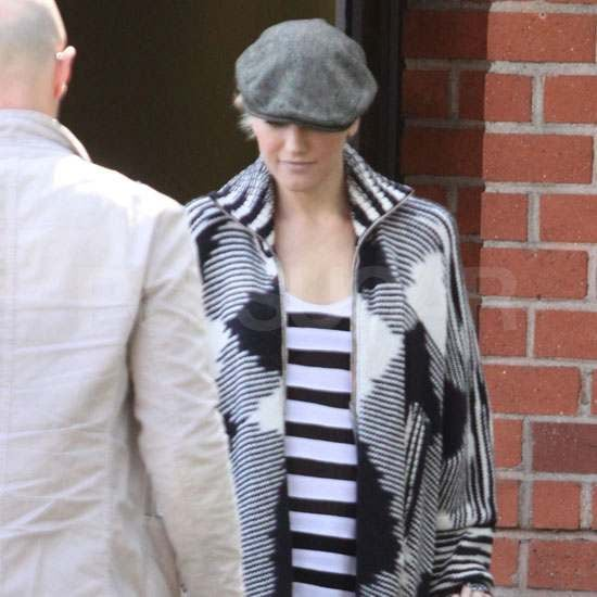 Pictures of Gwen Stefani Wearing Black and White