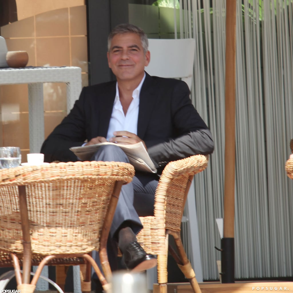 Here's Proof That Clooney Only Gets Better With Age - Page 5 George-Clooney-smiled-cameras
