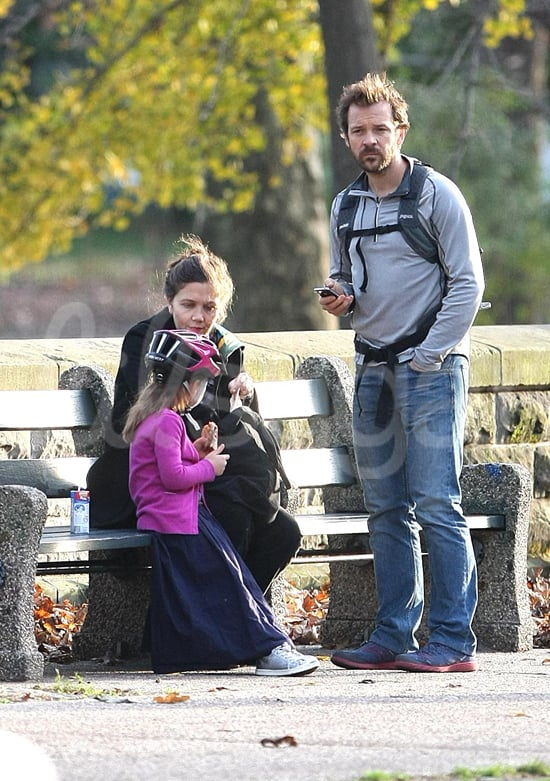 Maggie Gyllenhaal, Peter Sarsgaard, and Ramona took a break in the park over the weekend.