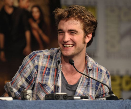 Photo Slide of Robert Pattinson Smiling at 2009 Comic-Con