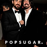 Justin Theroux hung out with Dave Grohl at Vanity Fair's Oscar afterparty in LA.