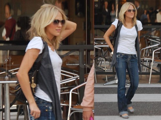 Hair Style Jeans: Photos Of Carrie Underwood Looking Casual Walking Around