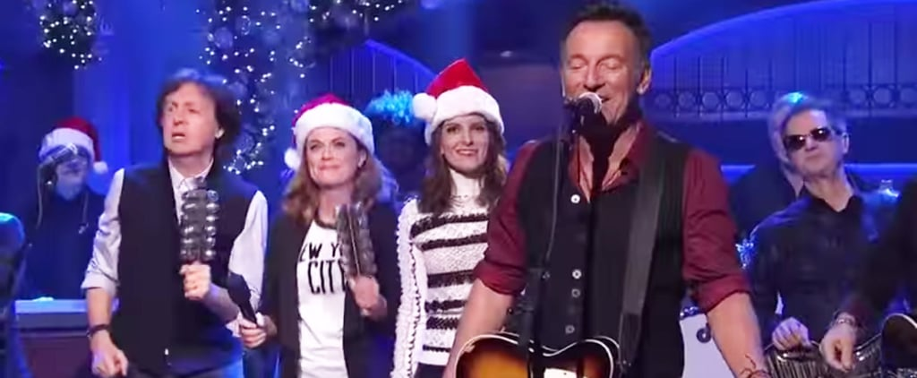 "Bruce Springsteen Sings ""Santa Claus Is Comin' to Town"" SNL"