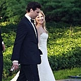 In August 2009, Ali Larter walked down the aisle in a Vera Wang silk organza and lace design, which featured spaghetti straps and a modified mermaid skirt.