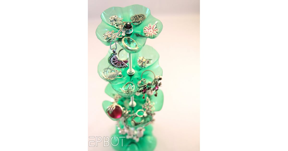 Plastic bottle jewelry stand cool upcycling projects for Jewelry made from plastic bottles