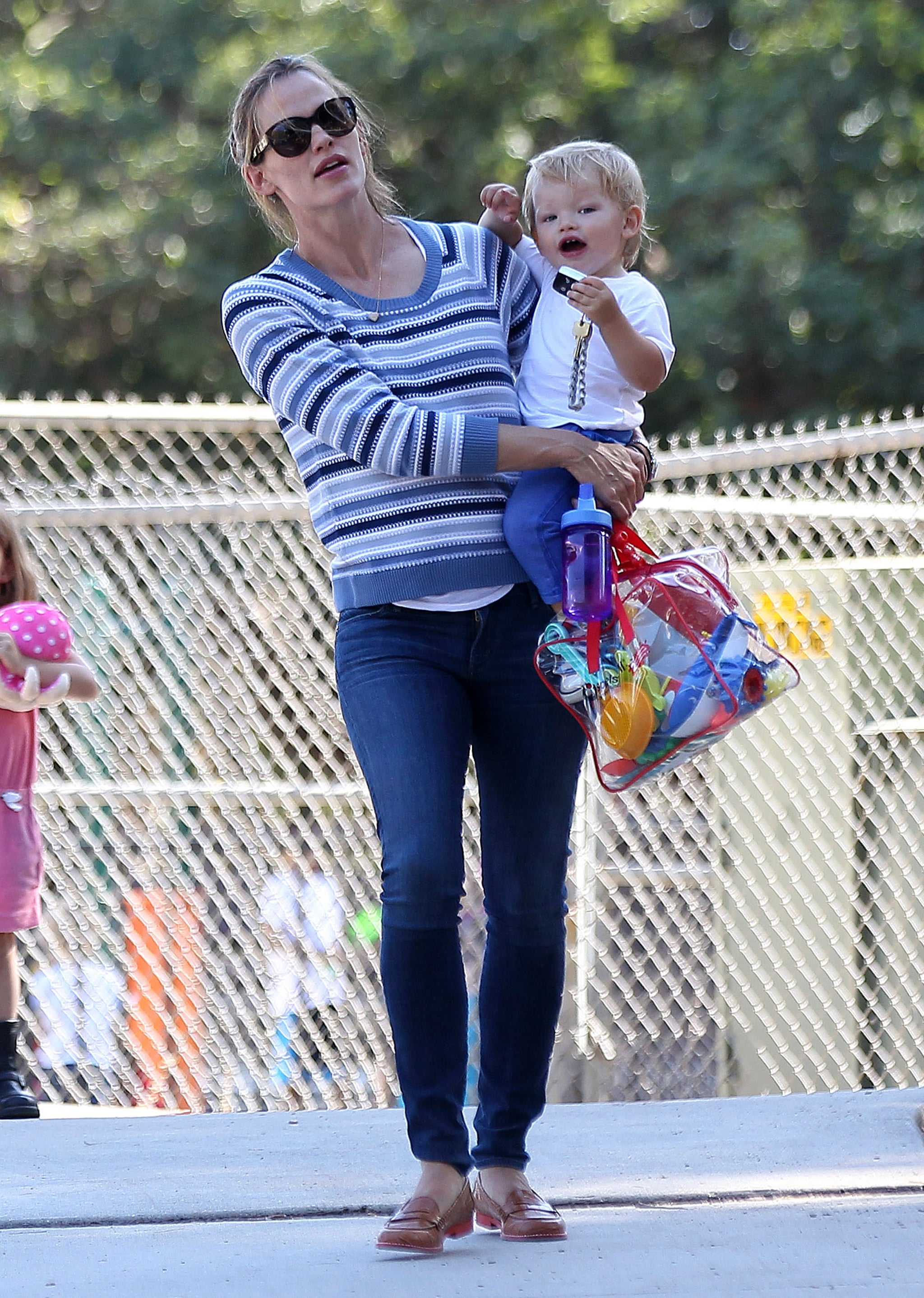 Jennifer Garner packed up her kids' toys after the playground date.