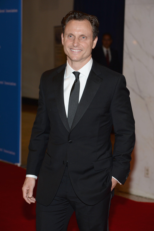 Tony Goldwyn looked dapper in a black suit.