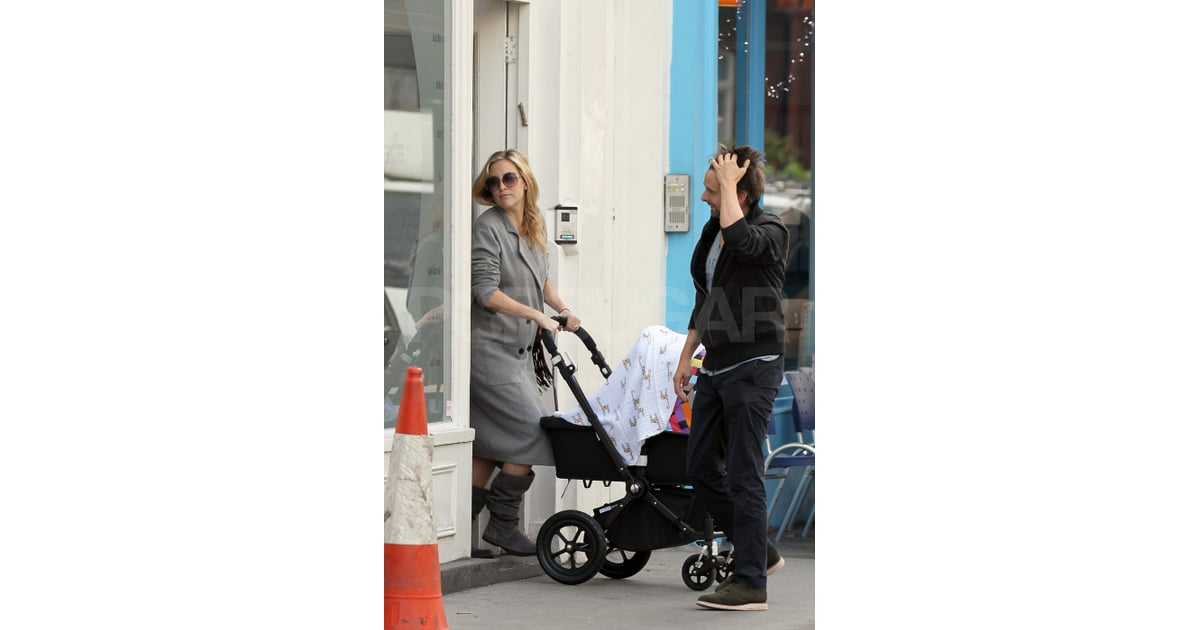 Kate Hudson and Matt Bellamy shop with baby Bingham ...