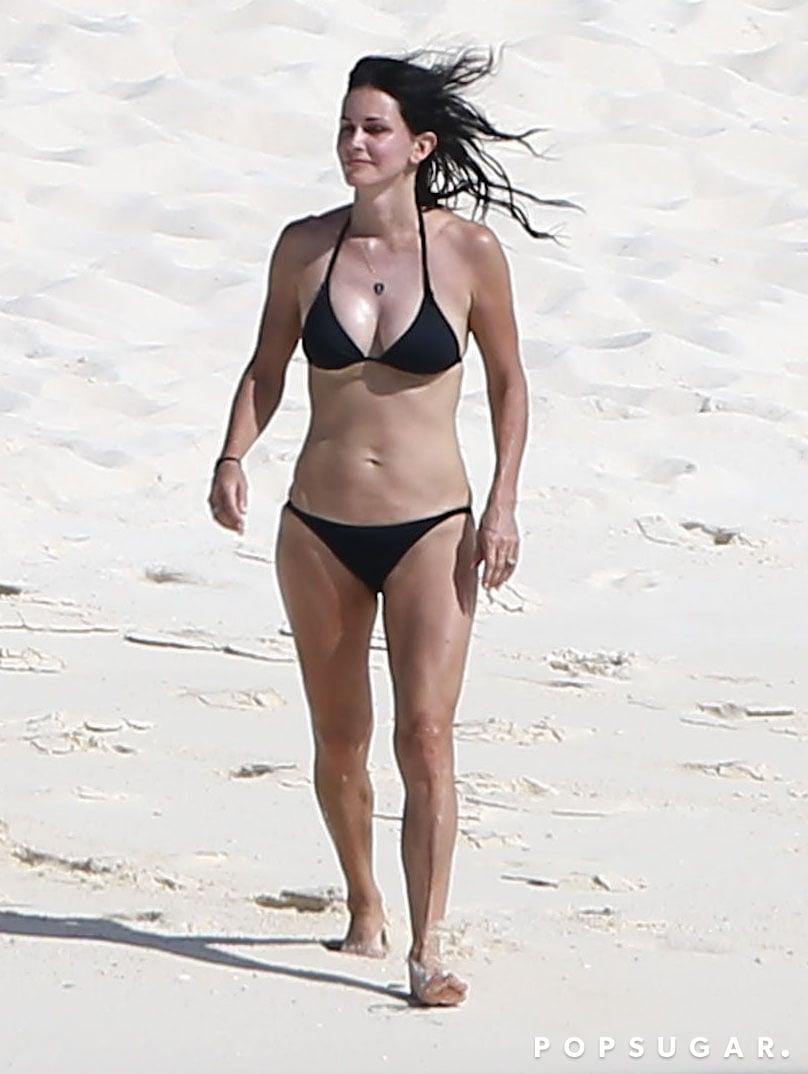 Courteney Cox's Bikini Body Is Incredible at 50!