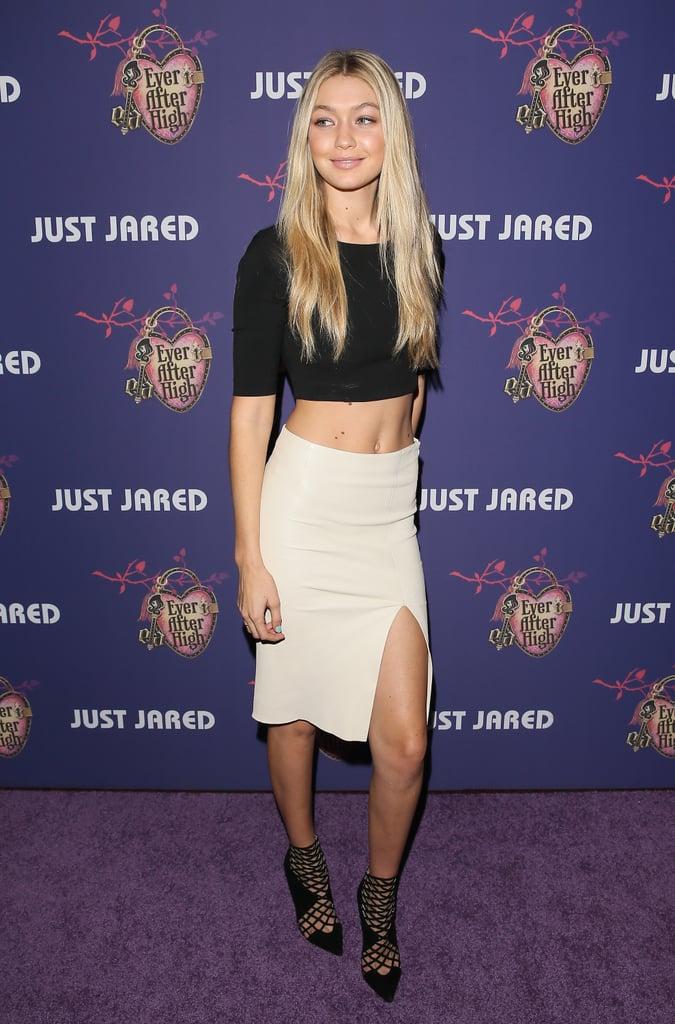 "نسّقت جيجي قطعتي ملابس جذّابتين ومحايدتين مع جزمة ""بوتي"" شبكيّة التصميم خلال حفل Homecoming Dance الذي أقامته Just Jared عام 2014."