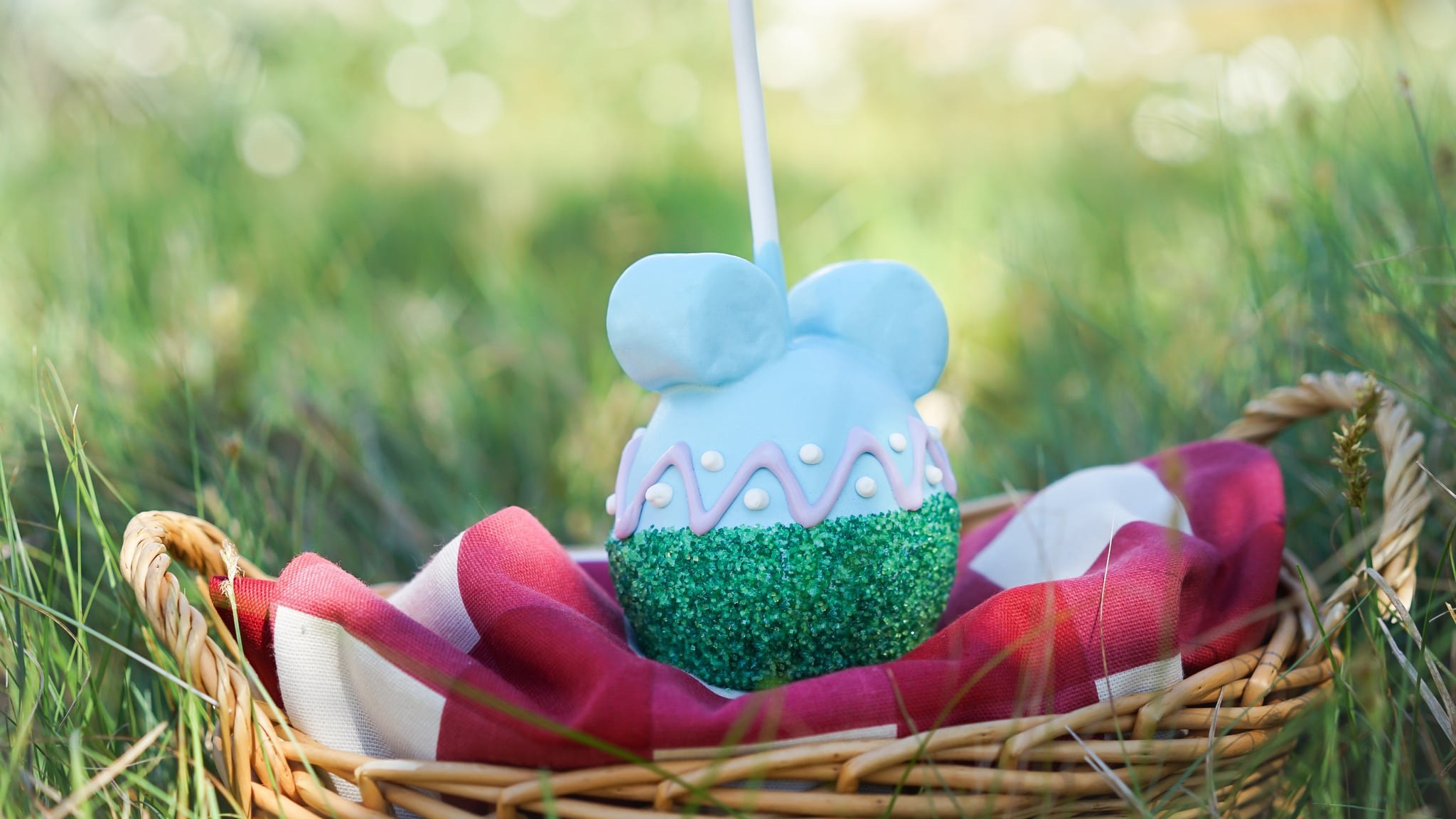 Disney easter apples popsugar food if you geek out over the ghoulish goodies and festive foods disneyland offers around halloween and christmas time youll want to peep the easter themed negle Gallery