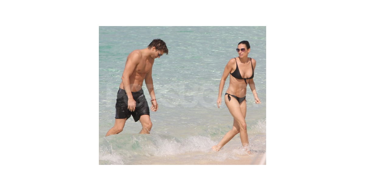 Photo Slide of Demi Moore in a Bikini and Ashton Kutcher ...