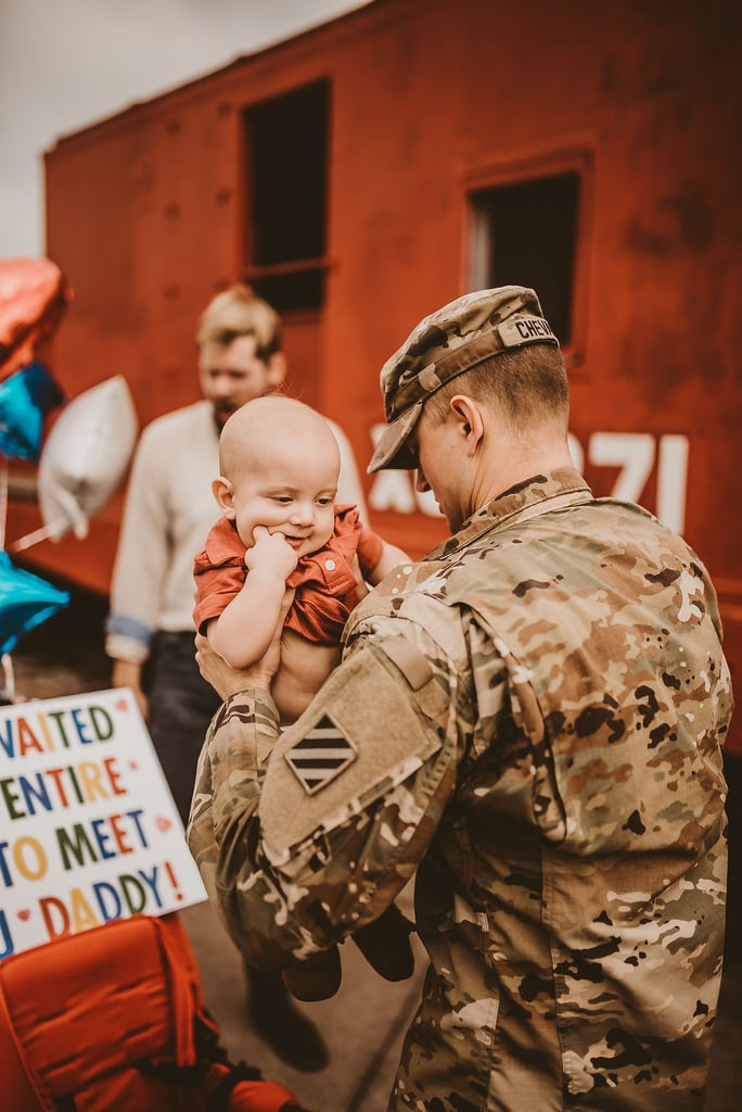 Military Dad Meeting His Baby For the First Time | Photos