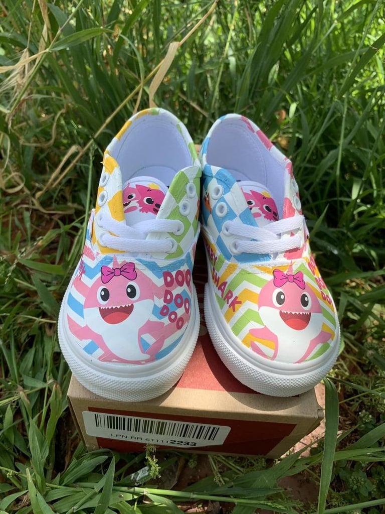 Baby Shark Kids Slippers Pink//Blue