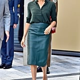 In early October 2018, Meghan worked a green leather Hugo Boss skirt with a blouse by & Other Stories, finishing the outfit with those very same Stuart Weitzman heels.