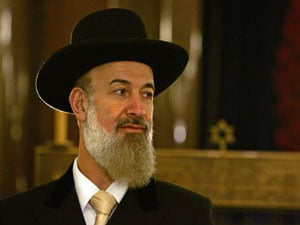 Chief Rabbis Call For Prayer to End Financial Crisis