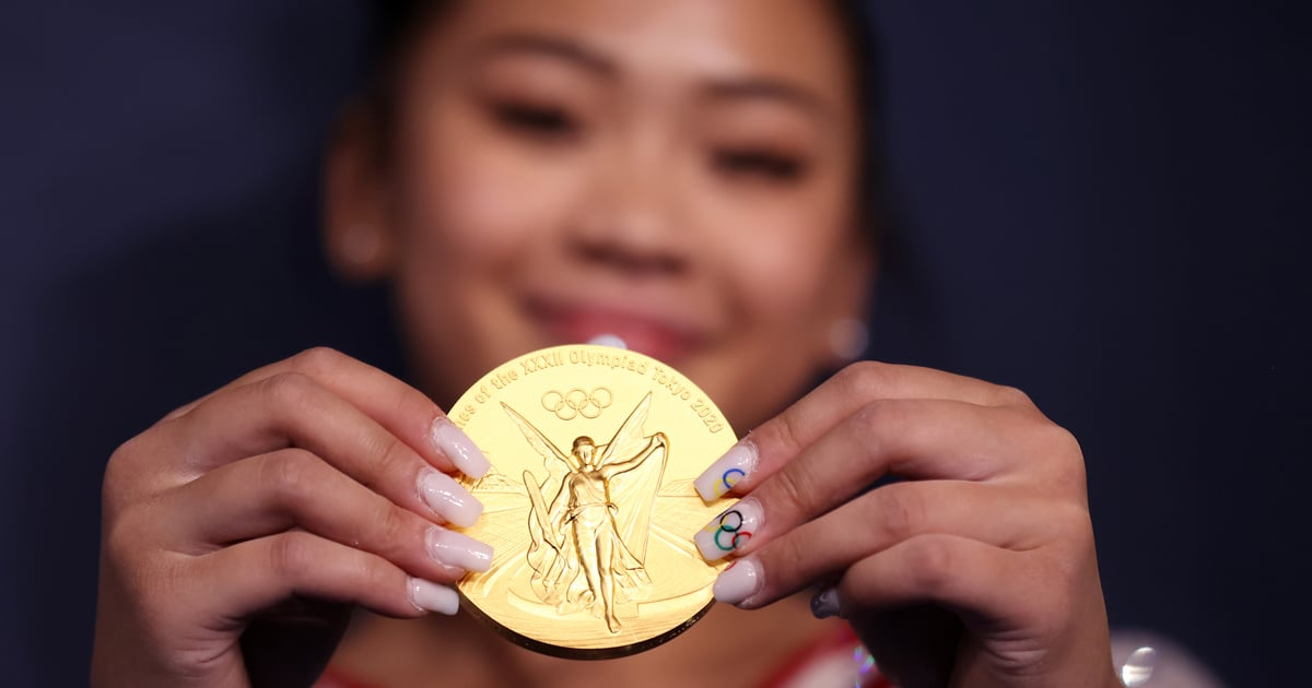"""See This Adorable TikTok of Suni Lee """"on Top of the World"""" Dancing With Her Gold Medal"""